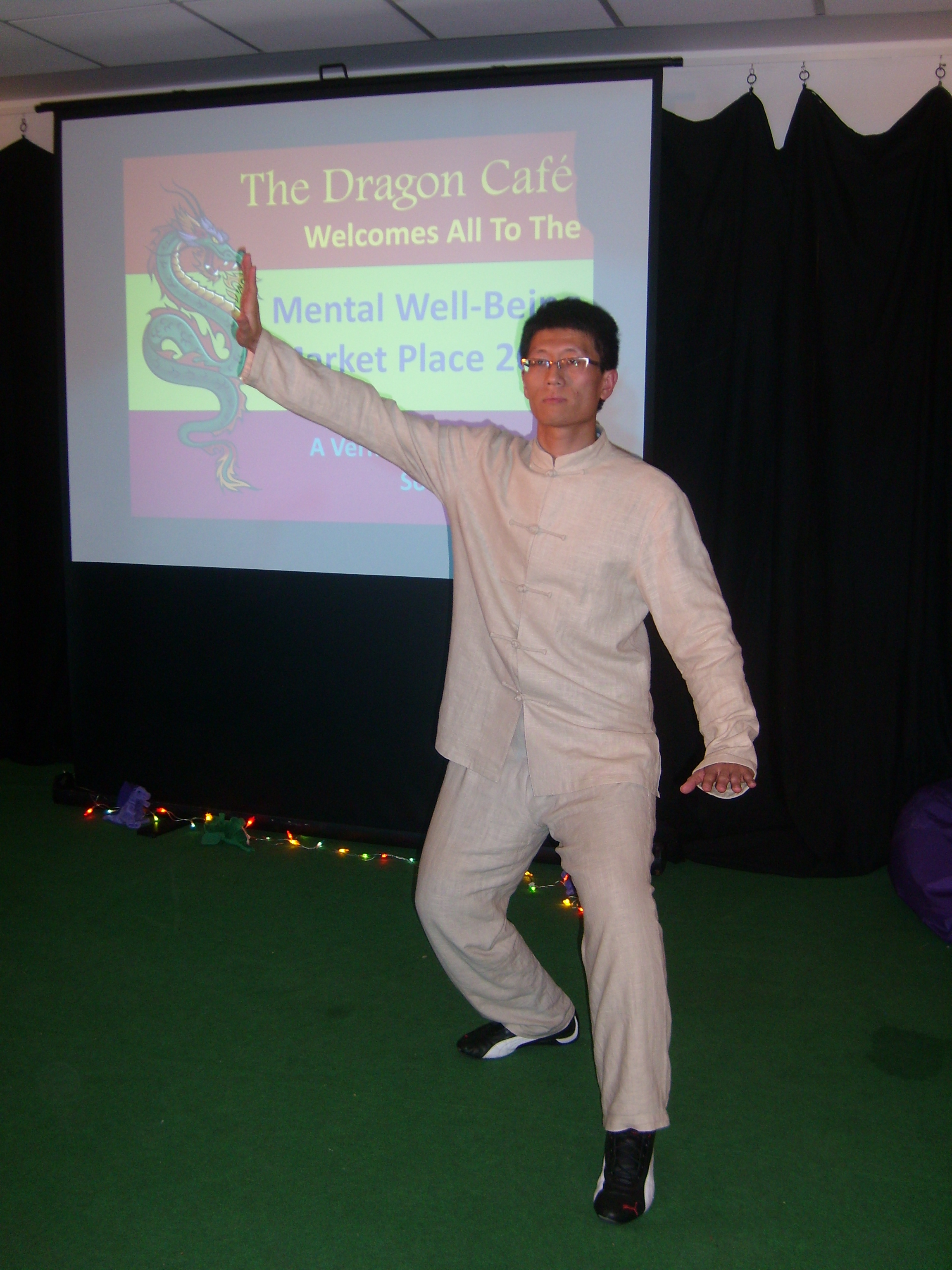 CITCM Dr. Wang Kejun is performing Tai chi at the central stage of the venue.