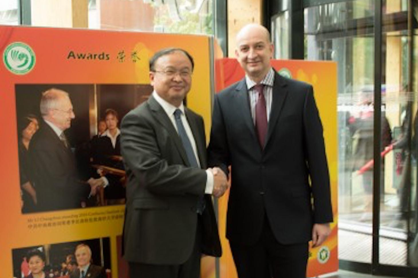 LSBU VC Professor David Phoenix welcomes Minister Counsellor Shen Yang from the Chinese Embassy Education Section to visit LSBU and the Exhibition