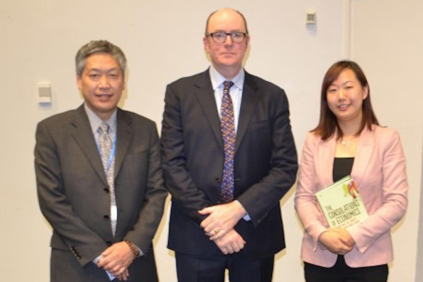 CITCM's Executive Director Professor Yinong Xu (left) and Deputy Director Ms Yannan Yu with Dr Lyons