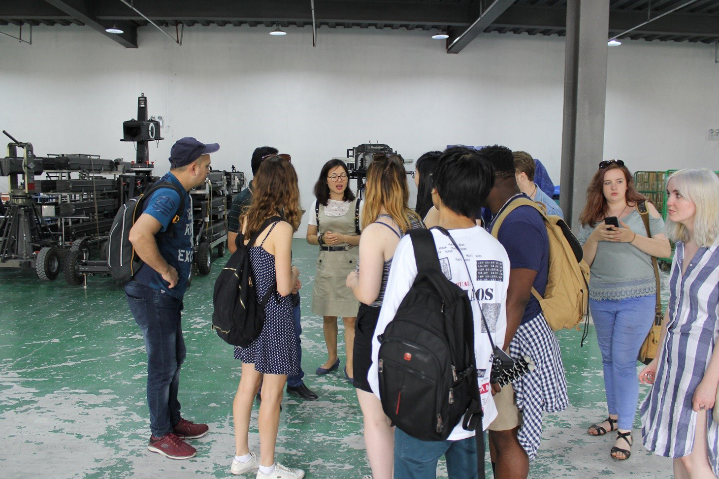 Visiting Scenefone (equipment rental and indoor shooting base)
